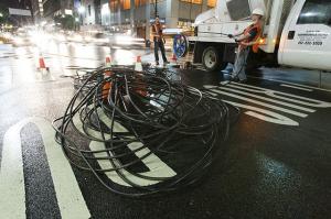 Installing fiber optic cable